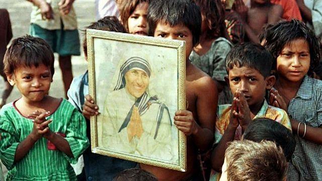 Szentté avatják Teréz anyát
