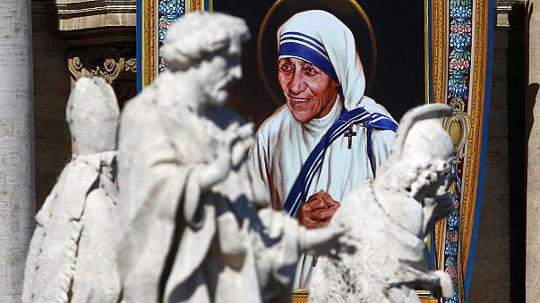 La madre Teresa de Calcuta es proclamada santa 19 años después de su muerte