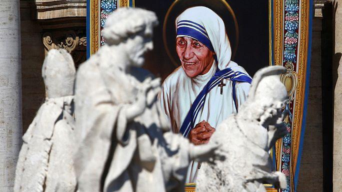 Szentté avatta Teréz anyát a pápa