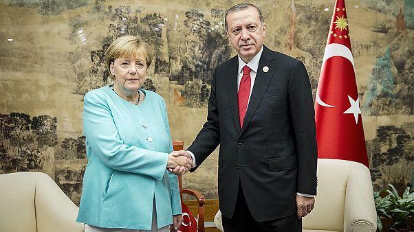Merkel y Erdogan dejan las tensiones para dialogar durante el G20