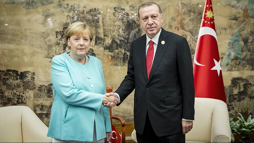 G20, Erdogan e Merkel discutono di Siria e migranti