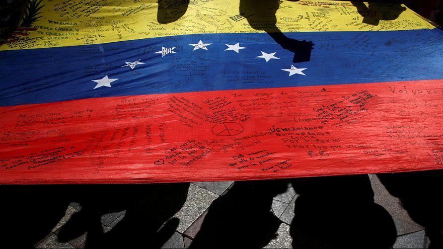 Presidente da Venezuela obrigado a fugir de populares enfurecidos