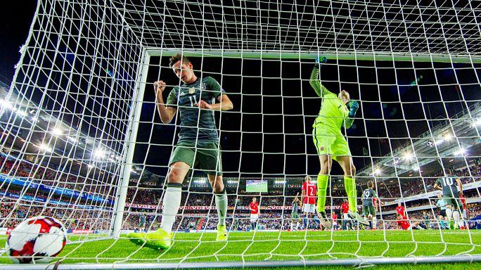 Германия и Англия начали квалификационный отбор с побед