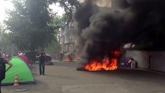 اندلاع حريق في محطة تلفزيونية اوكرانية اثناء احتجاج مناهض لسياسات القناة