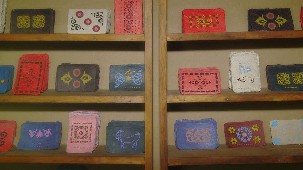 Самаркандские ремесленники раскрывают секреты древнего бумажного дела