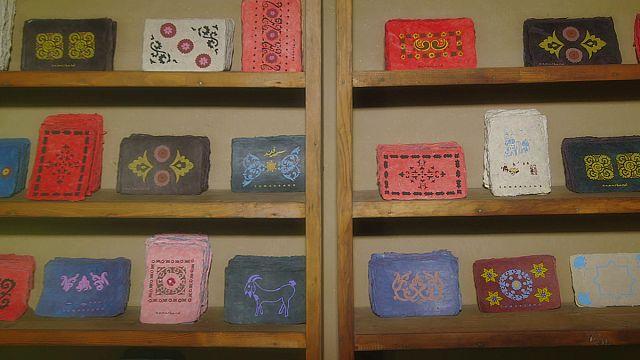 Postcards: Antik kağıt yapımı Özbekistan'da sürüyor