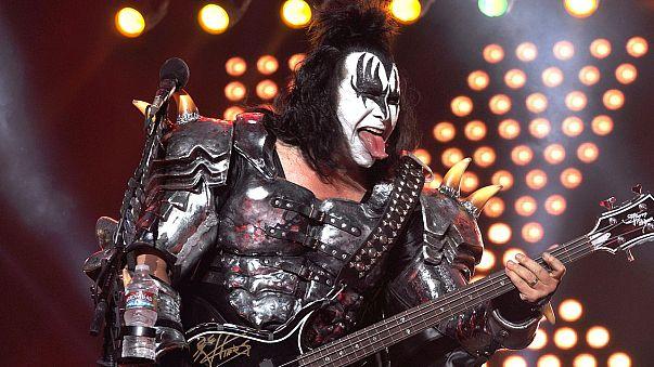 """Kiss""-Bassist Gene Simmons ist Merkel-Fan"