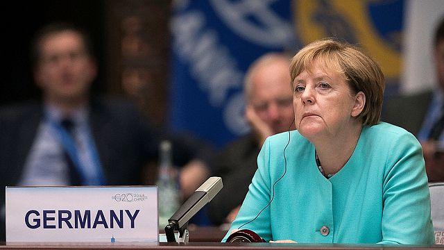 Almanya'daki seçimde Merkel'in partisi aşırı sağcı AfD'nin gerisinde kaldı
