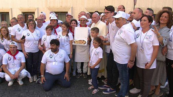 پذیرایی پاپ فرانچسکو از صدها بیخانمان با پیتزا