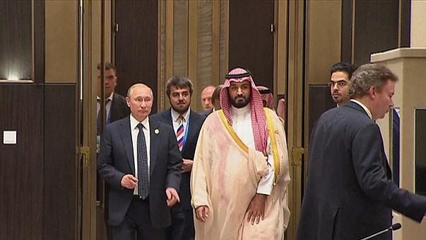 Rusia y Arabia Saudí acuerdan trabajar para estabilizar el petróleo, pero sin congelar la producción
