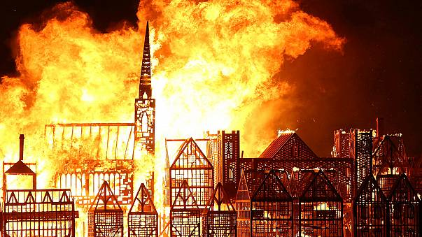"""Londres """"em chamas"""" para comemorar Grande Incêndio"""