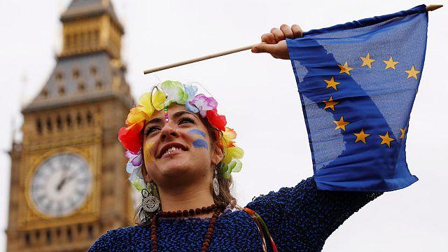 نواب بريطانيون يناقشون عريضة لاجراء استفتاء ثان على الخروج من الاتحاد الاوروبي