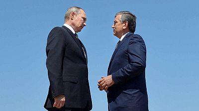 Vladimir Poutine se recueille sur la tombe d'Islam Karimov