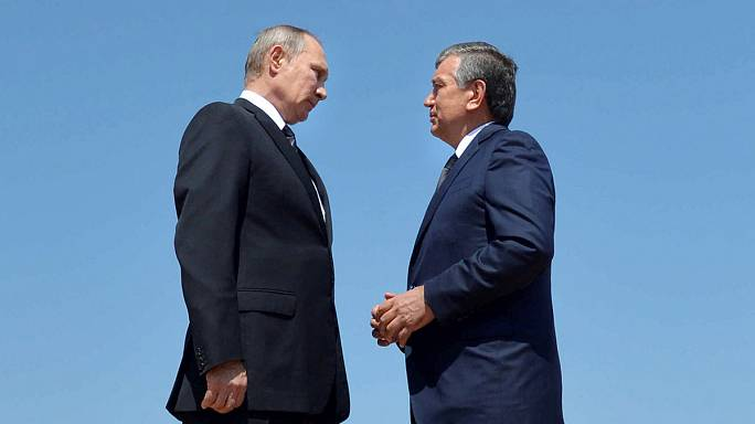 Путин в Самарканде возложил цветы на могилу Каримова