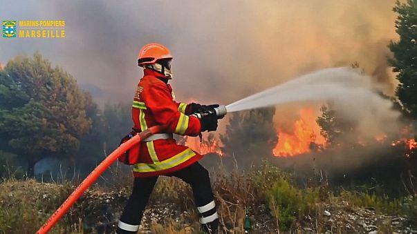 """Waldbrand bei Marseille unter Kontrolle - """"Kriminelle Ursache"""""""