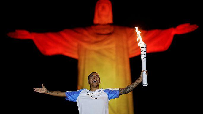 Rio'da Paralimpik Oyunlar için olimpiyat meşalesi yandı