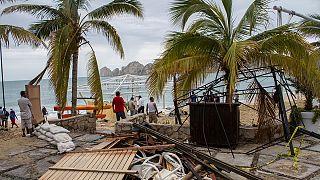 تندباد نیوتن در لوس کابوس مکزیک دست کم ۲ کشته به جا گذاشت