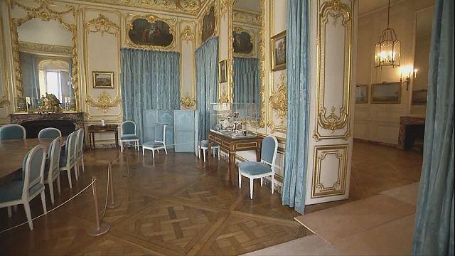أثاث مزور في قصر فرساي