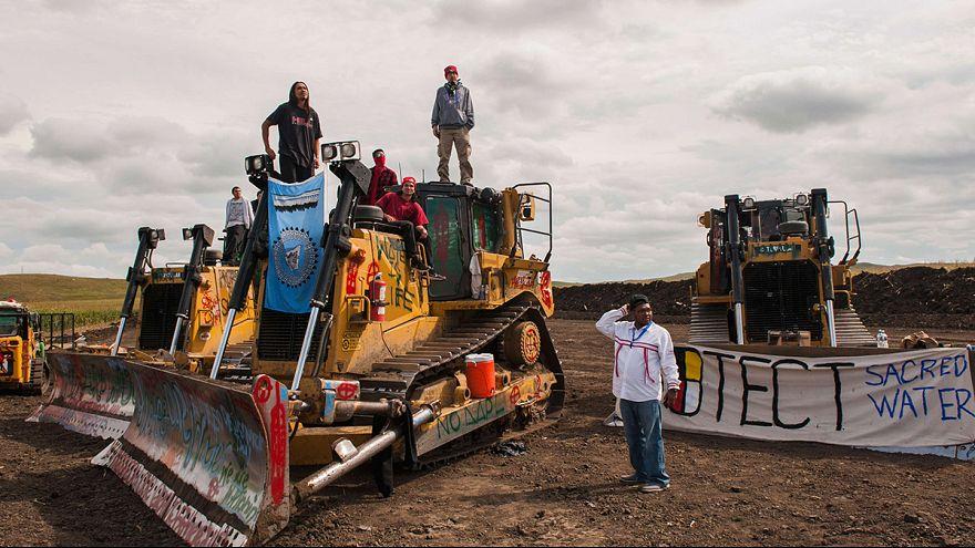 Индейцы племени Сиу против нефтепровода и за чистую воду