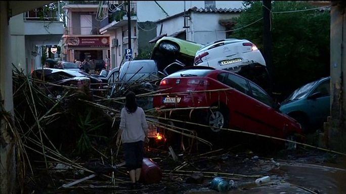 Emberéletet is követeltek a görögországi áradások