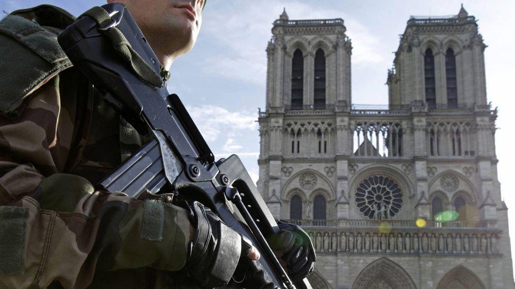 Francia: bombole di gas trovate in auto vicino Notre-Dame di Parigi, due arresti