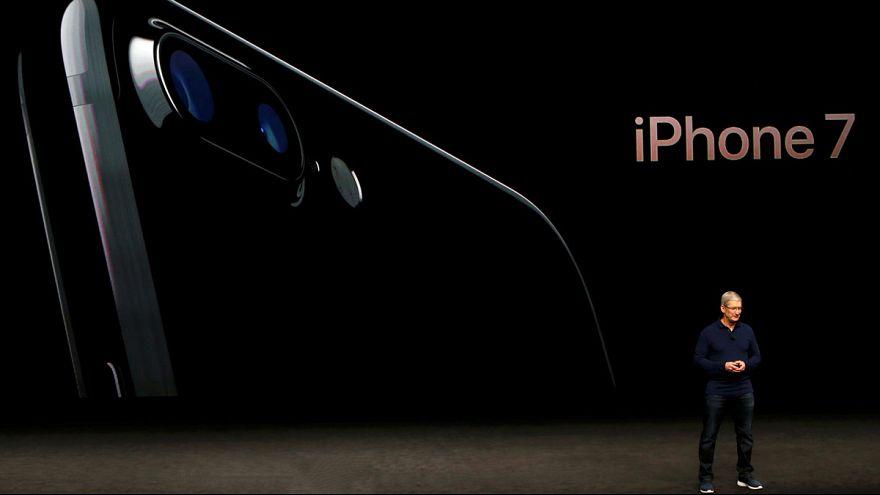 iPhone 7 daha uzun batarya ömrü ve 12 MP'lik kamerayla geldi