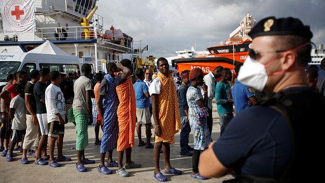 Binlerce Afrikalı göçmen Avrupa'ya gelmeye devam ediyor