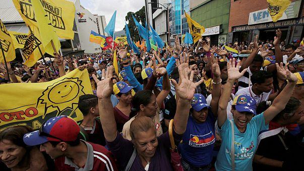 Venezuela'da Maduro yanlıları ve karşıtları sokakta