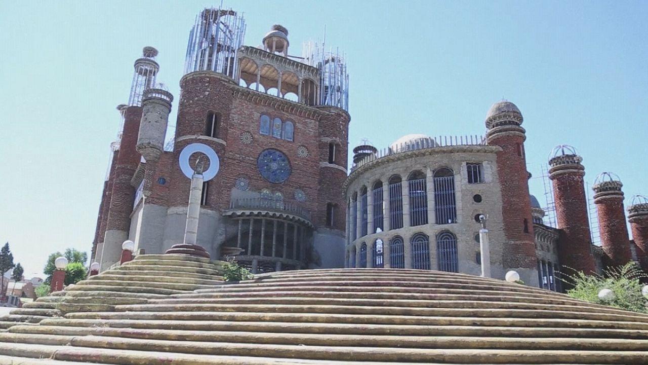 Ganz besondere Kathedralen von Don Justo und Giuliano Mauri