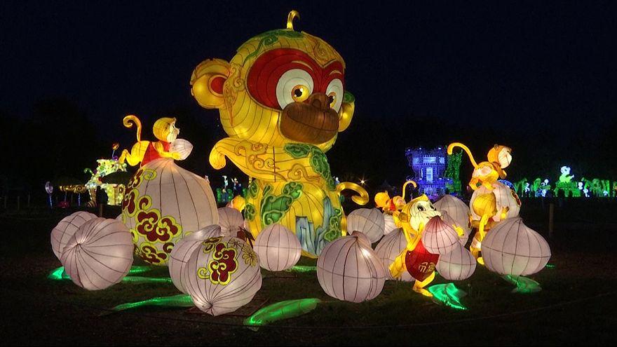 Festival delle luminarie cinesi sull'isola viennese sul Danubio