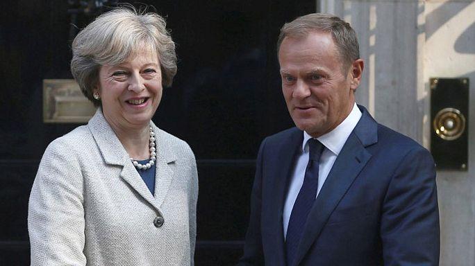Brexit : Donald Tusk presse Theresa May d'activer l'article 50