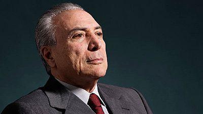 Au Brésil, le président Temer conspué
