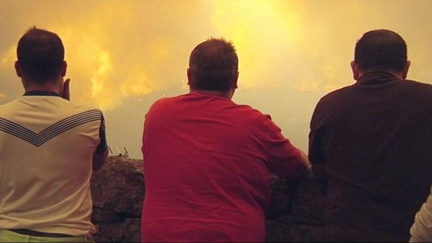 Hatalmas erdőtüzek Spanyolországban és Portugáliában