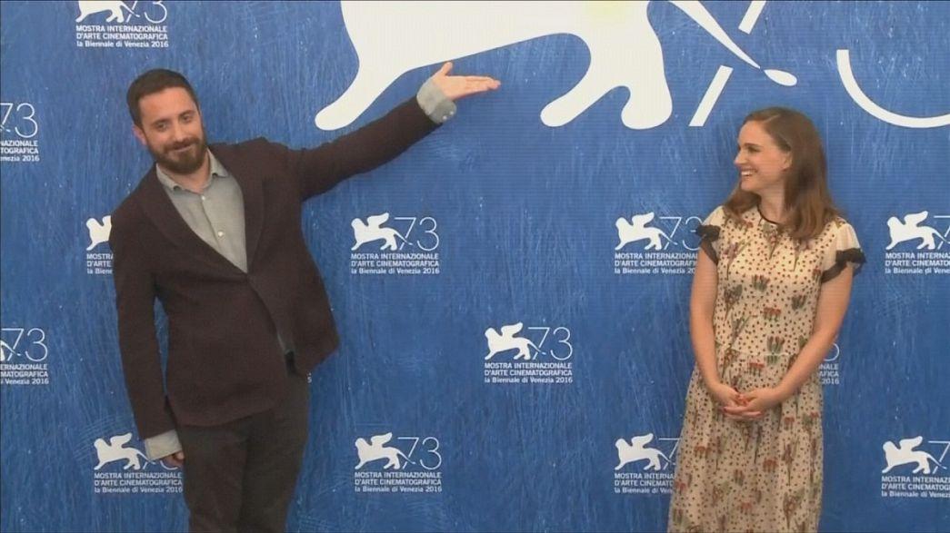 Natalie Portman is Jackie Kennedy in Venice