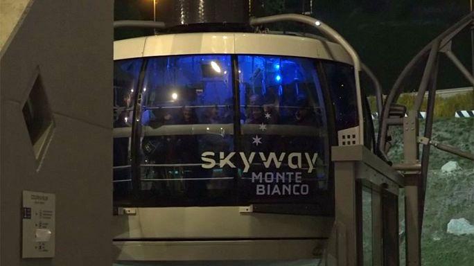 Ya tocan suelo los 33 turistas que pasaron la noche bloqueados en un teleférico del macizo del Mont Blanc por una avería