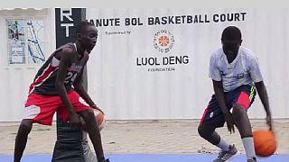 Des jeunes Sud-soudanais rêvent d'être basketteurs professionnels