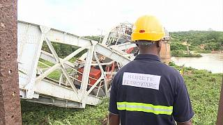 Railway bridge collapses with passing train in Ivory Coast [no comment]