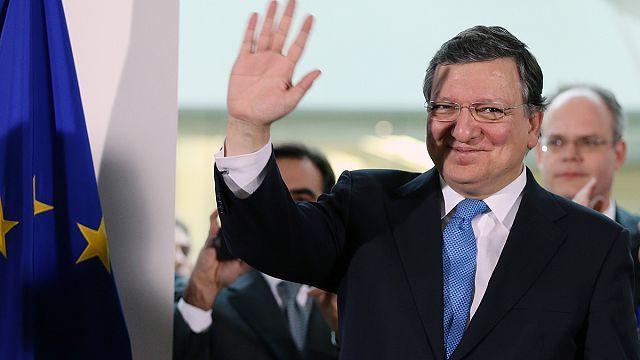Скандал Баррозу. За и против мигрантов. Джерри Адамс и навоз