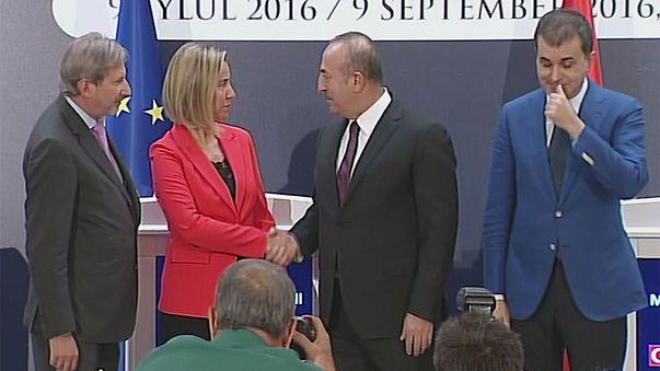 União Europeia e Turquia prometem continuar a trabalhar em conjunto
