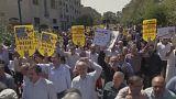 الايرانيون يتظاهرون ضد السعودية التي رفضت مشاركتهم بآداء فريضة الحج لهذا العام