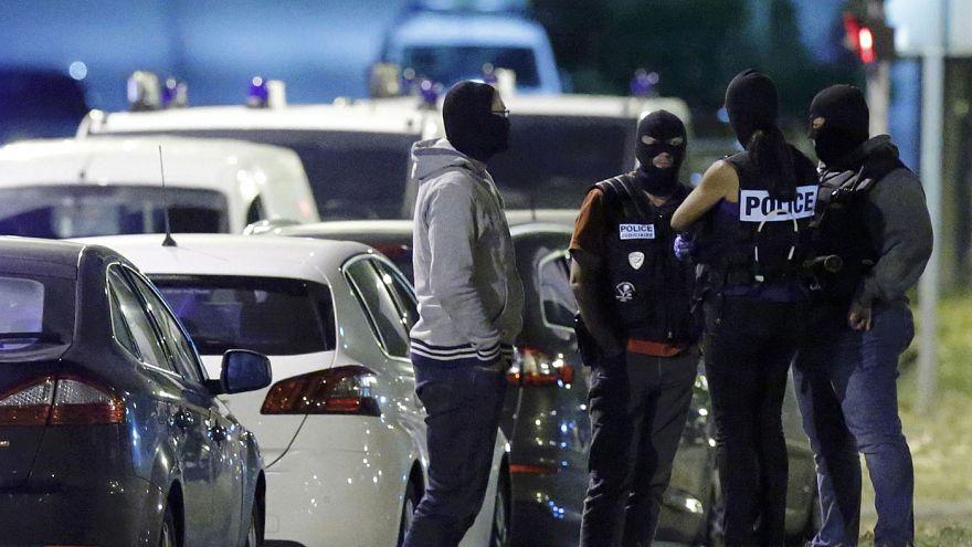 """المدعي العام الفرنسي: النساء الثلاث الموقوفات أقمن علاقة مباشرة مع """"الدولة الاسلامية"""" في سوريا"""
