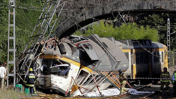 Spain: Four dead after train derails