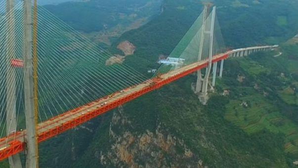 Çin dünyanın en yüksek köprüsünü tamamladı