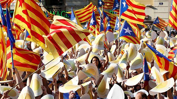 Catalogna, migliaia in piazza per la Diada invocando il referendum