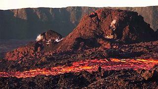 Piton de la Fournaise volkanik dağı yeniden harekete geçti