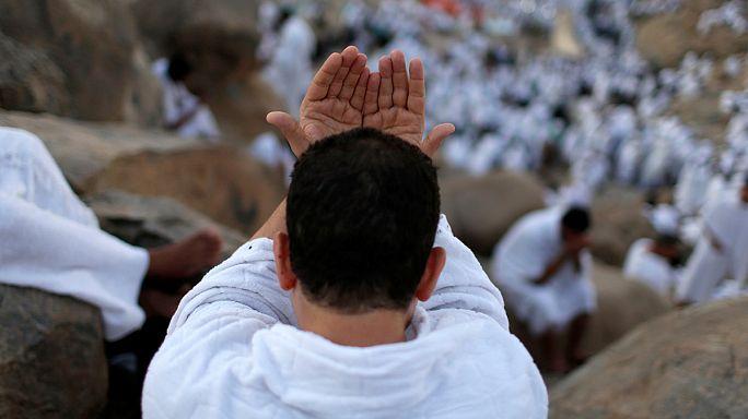 المسلمون في كافة أقطار العالم يحتفلون بعيد الأضحى المبارك