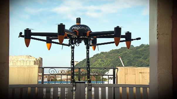'Claw drone' mimics bird of prey