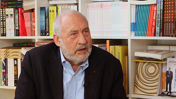 "Il Nobel Stiglitz: ""L'euro ha fallito. Draghi colplevolizza le vittime"""