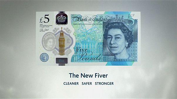 Entra en circulación un primer billete de plástico de 5 libras esterlinas