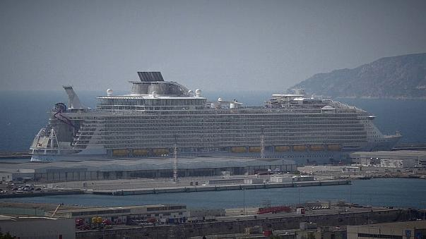 Crew Member Dies In Safety Drill On Worlds Biggest Cruise Ship - How many crew members on a cruise ship
